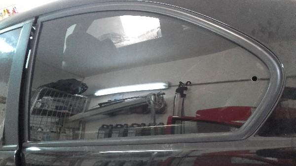 La pose d'un film teinté sur BMW. Toutes les vitres ont étaient teintés sur le véhicule.